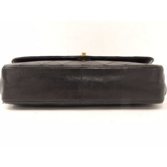 Picture of Chanel medium flap bag