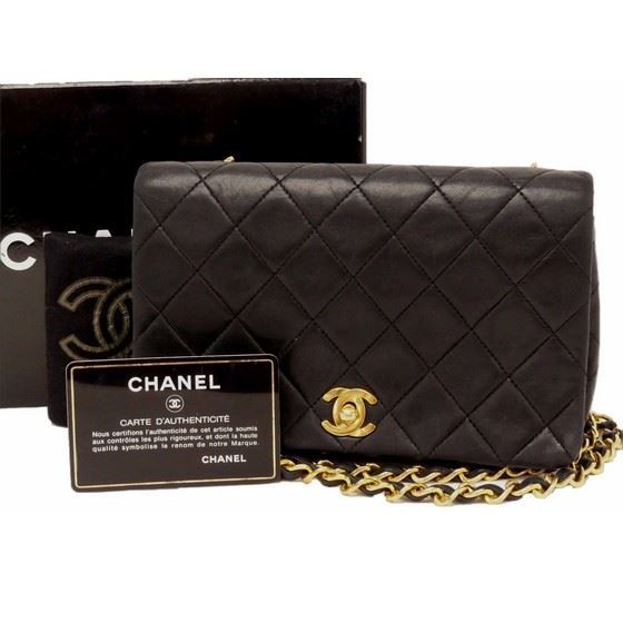 15e07cfd851c15 Vintage and Musthaves. Chanel small classic crossbody bag