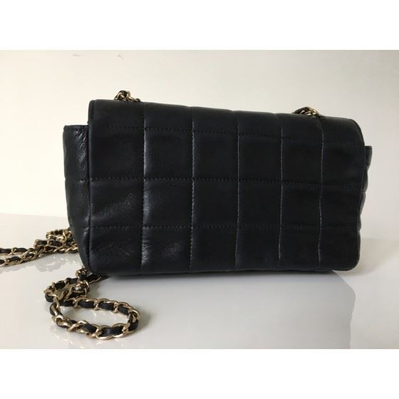 Picture of Chanel black lambskin crossbody bag