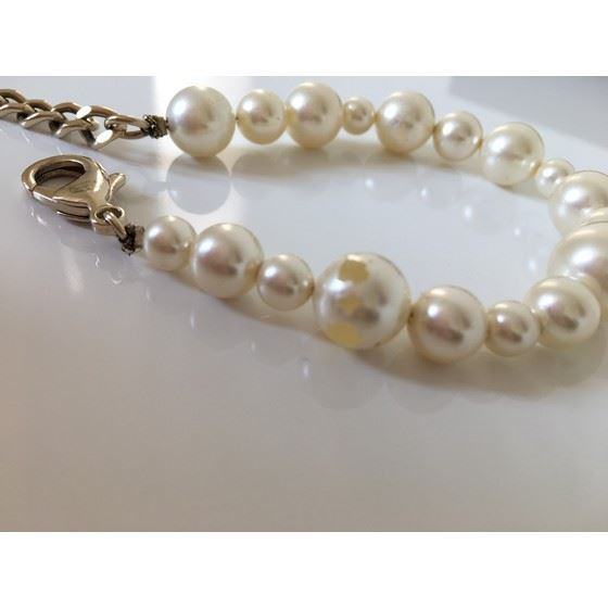 Picture of Chanel pearl cc charm bracelet