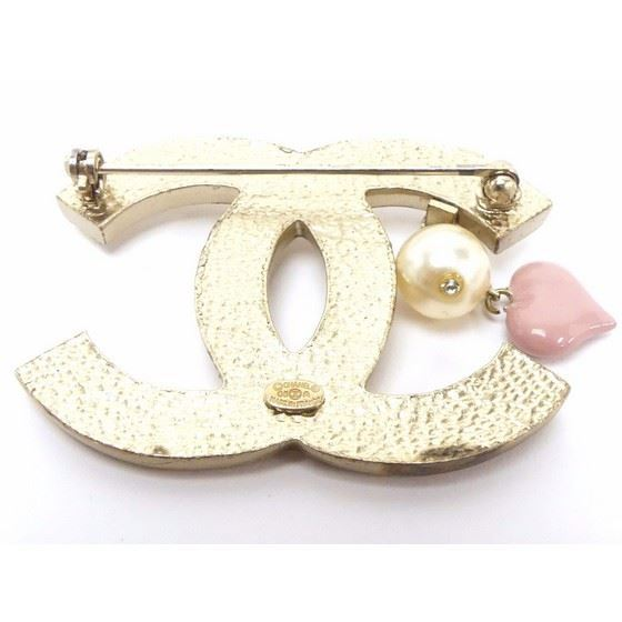 Picture of Chanel CC brooch