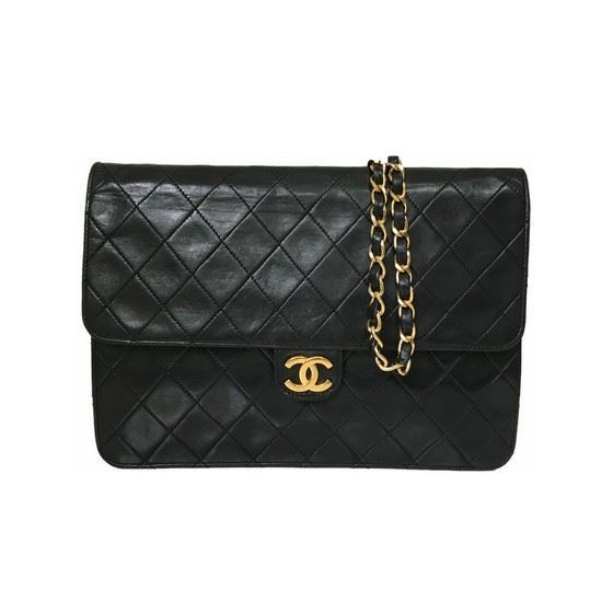 Vintage and Musthaves. Classic chanel medium 2.55 timeless bag