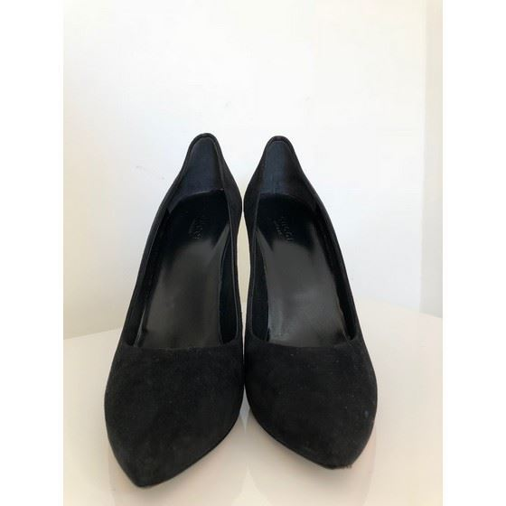 Picture of Gucci black heels