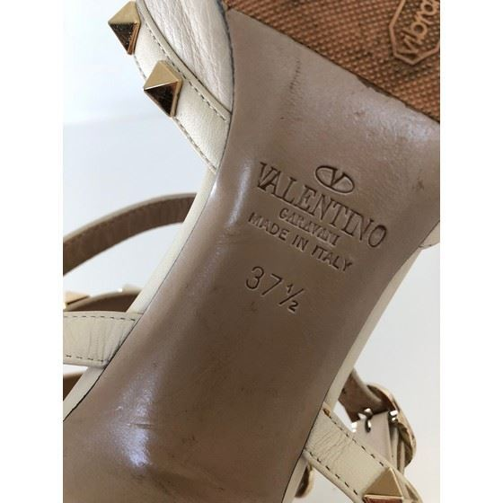 Picture of Valentino rockstud heels nude