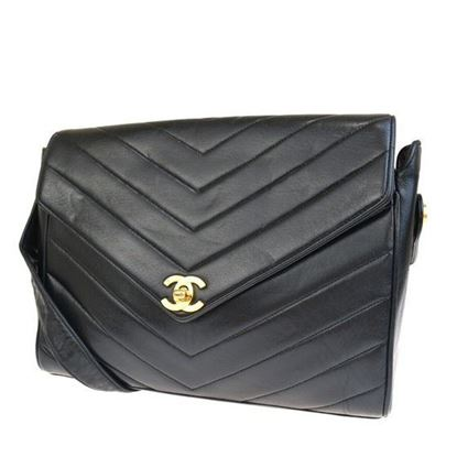 Image of SPECIAL PIECE: Chanel chevron crossbody flap bag.